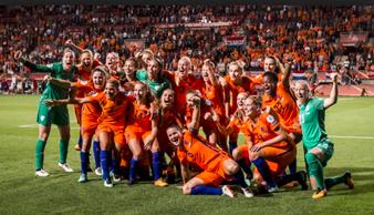 Finale WK dames in het clubhuis van VVIJ - 7 juli 16:45